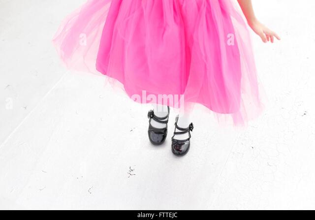 Asiatische Mädchen im rosa Kleid Stockbild