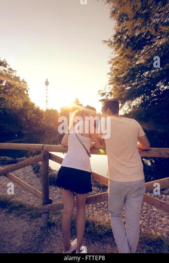 Junges Paar in Mailand Stockbild