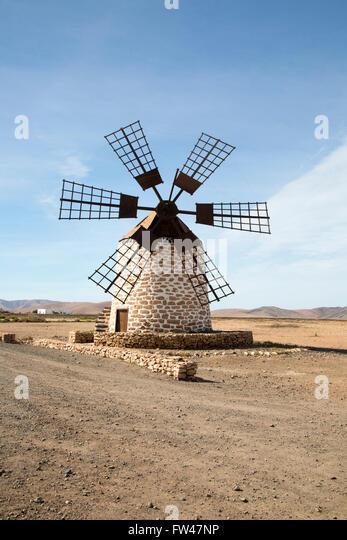 Traditionelle Windmühle in Tefia, Fuerteventura, Kanarische Inseln, Spanien - Stock-Bilder