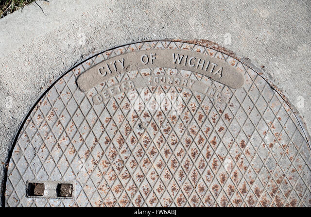 concrete manhole cover stockfotos concrete manhole cover bilder alamy. Black Bedroom Furniture Sets. Home Design Ideas
