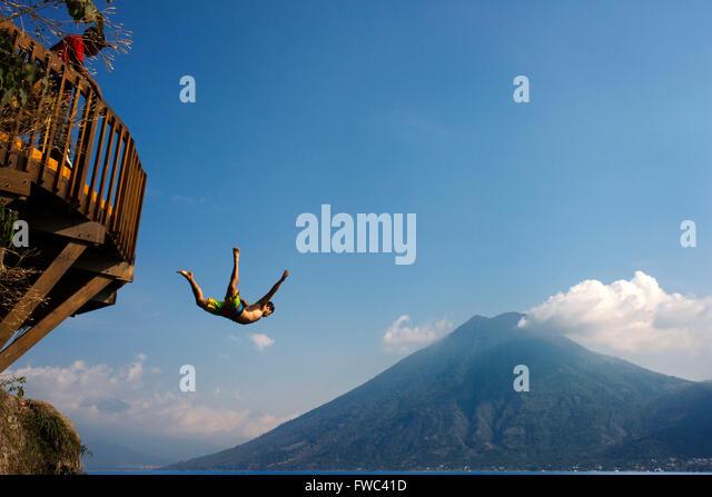 San Marcos La Laguna, Atitlán See springen: Cerro Tzankujil Trampolin und Miradores. Menschen getroffen, Bilder Stockbild