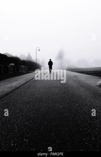 Silhouette Person zu Fuß unterwegs Stockbild