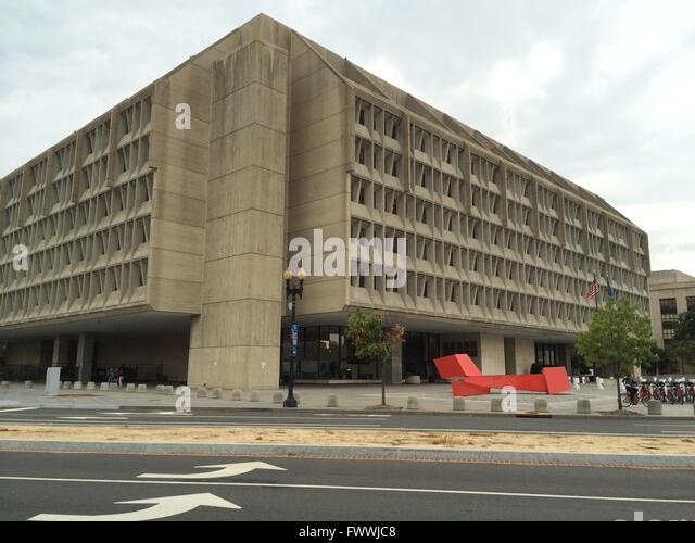 Washington, D.C., USA.  Dept of Health And Human Services Gebäude mit Sicherheits-Barrieren vor, James Rosati Stockbild