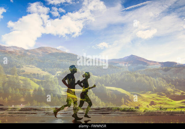 Doppelbelichtung von zwei Läufern, Eco-Trail in der Natur, Sport-Rennen-Wettbewerb, Triathlon oder marathon Stockbild