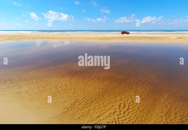 4WD Strand fahren, Eurong Beach, Fraser Island, World Heritage Area, Queensland, Australien Stockbild