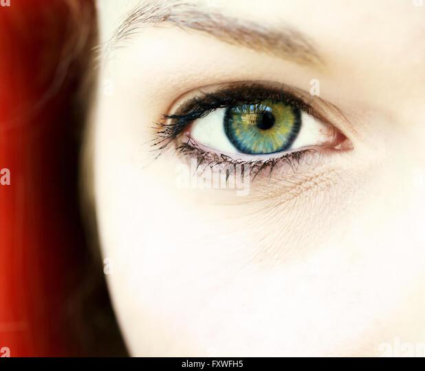 Auge einer jungen Frau Stockbild
