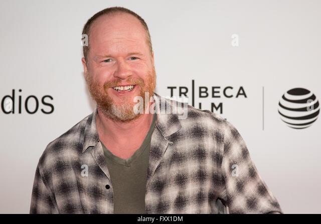 New York, NY, USA. 18. April 2016. Joss Whedon auf dem Tribeca Film Festival 2016 Credit: Mickael Chavet/Alamy Live Stockbild