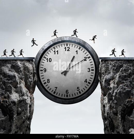 Business-Zeit-Konzept als eine Gruppe von laufen, Unternehmer und Unternehmerinnen mit einer riesigen Uhr über Stockbild
