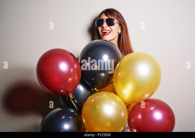 Weibchen mit Luftballons Stockbild