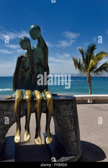 Nostalgie-Bronze-Skulptur des Paares in der Liebe am Malecon Puerto Vallarta Mexiko Stockbild