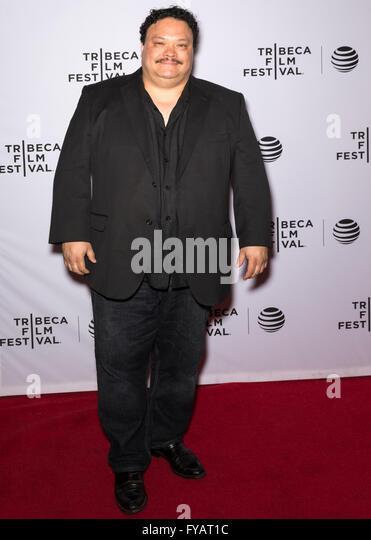 New York City, USA - 24. April 2016: Schauspieler Adrian Martinez besucht fast Paris Premiere beim Tribeca Film Stockbild