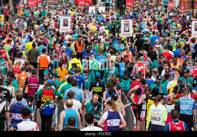 London, UK. 24. April 2016. Die 2016 beendet Geld Virgin London-Marathon auf der Mall, London, Vereinigtes Königreich. Stockbild