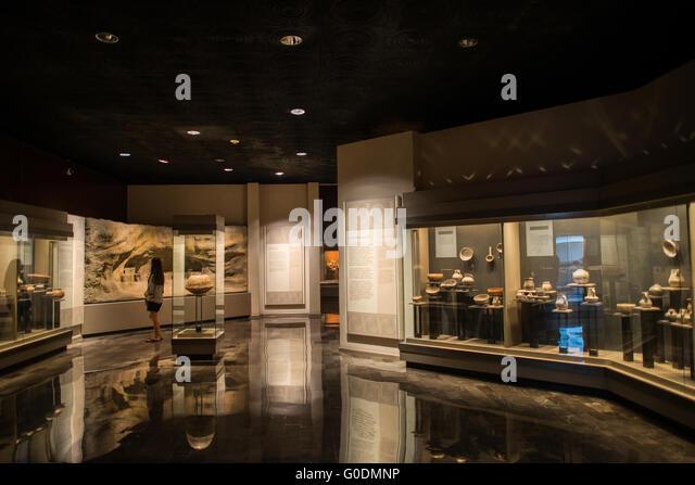 Mexiko-Stadt, Mexiko - The National Museum of Anthropology Vitrinen bedeutende archäologische und anthropologische - Stock-Bilder