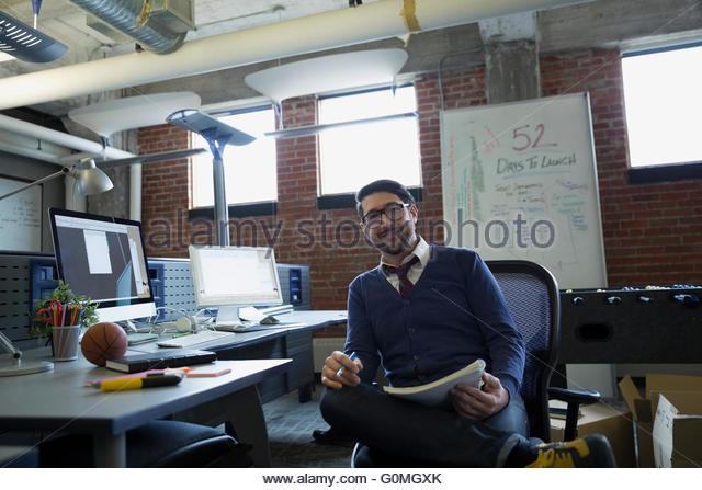 Porträt zuversichtlich Unternehmer im Büro Stockbild