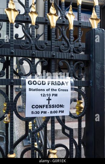 Hinweis für katholische Karfreitag Dienstleistungen in einer Kirche in NYC Stockbild