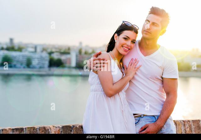 Glückliches Paar verliebt lächelnd und sinnlich Stockbild