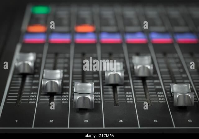 Eine professionelle audio-Mixer in einer TV-Produktion Stockbild
