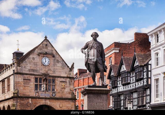 Statue von Generalmajor Sir Robert Clive, bekannt als Clive of India, auf dem Marktplatz in Shrewsbury, Shropshire, Stockbild