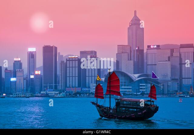 Junk-e-Schiff im Hafen von Victoria in Hong Kong Stockbild