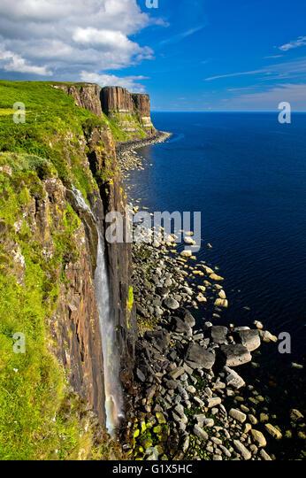 Mealt Wasserfall und Kilt Rock Basaltfelsen in der Nähe von Staffin, Isle Of Skye, Schottland, Großbritannien Stockbild