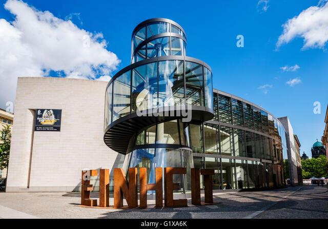 Außenseite des modernen Anbau, Deutsches Historisches Museum, entworfen von IM Pei in Berlin Deutschland Stockbild