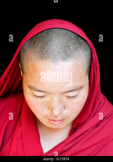 Porträt eines tibetischen Nonne/Mönch. McLeod Ganj, Dharamsala, Indien Stockbild
