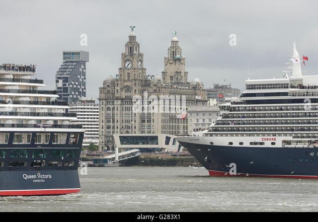 Cunard Queen Victoria und Queen Elizabeth auf den Fluss Mersey in Liverpool Stockbild