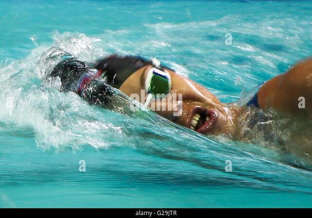 Moskau, Russland. 27. Mai 2016. Athlet Anna Buryak konkurriert die 200 m Freistil Schwimmen bei der 2016 moderner Stockbild