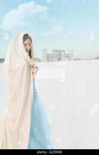 Winter-Prinzessin im Schnee Stockbild