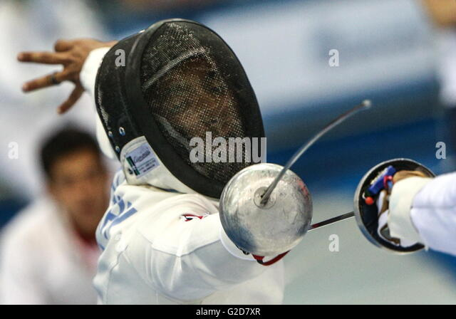 Moskau, Russland - 28. Mai 2016: Fünfkämpfer Amro El Geziry von Ägypten konkurriert im Fechten Event Stockbild