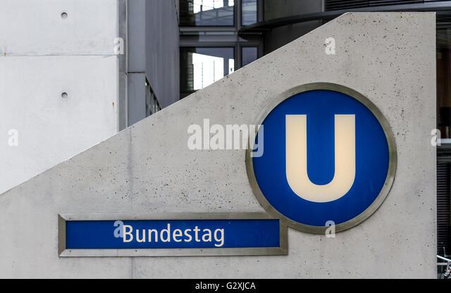 U Bahn Station Eingang, Bundestag, Berlin, Deutschland Stockbild