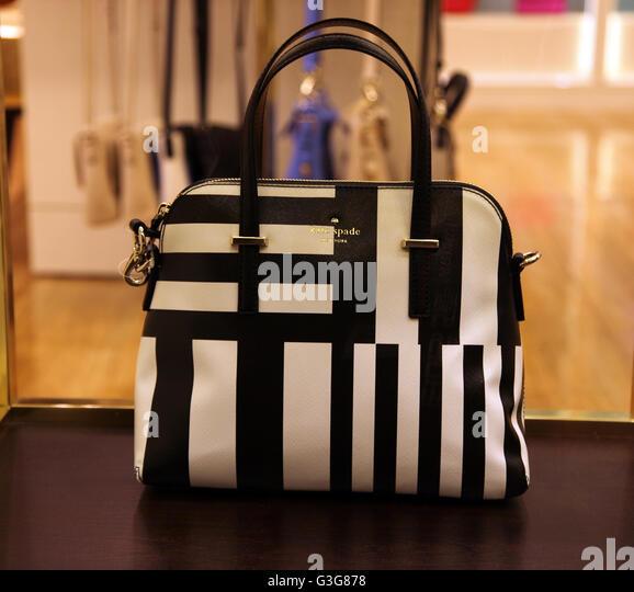 Kate Spade New York Handtasche zum Verkauf an Bord der Luxus-Kreuzfahrtschiff Celebrity Sihouette Stockbild