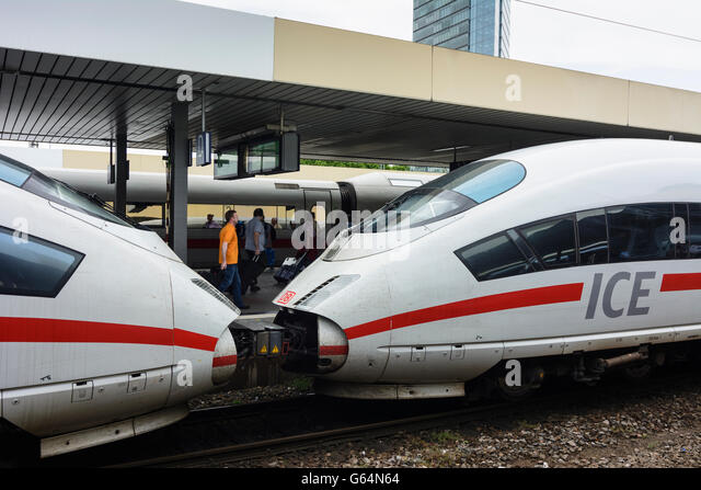3 ICE-Züge der Deutschen Bahn (DB AG) im Bahnhof Mannheim, Mannheim, Deutschland, Baden-Württemberg, Kurpfalz Stockbild