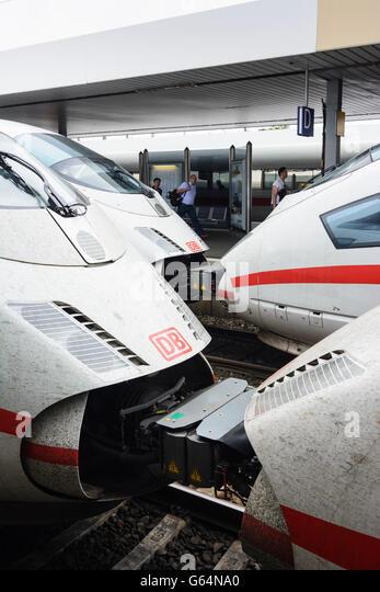 5 ICE-Züge der Deutschen Bahn (DB AG) im Bahnhof Mannheim, Mannheim, Deutschland, Baden-Württemberg, Kurpfalz Stockbild