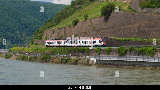 Regionalzug auf Ost-Rhein-Bahn, Hessen, Deutschland. Stockbild