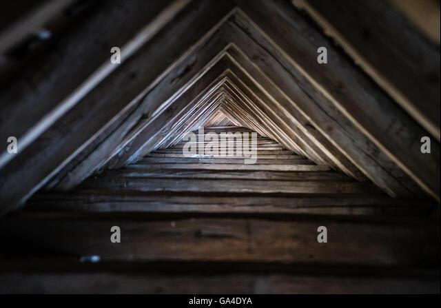roof truss wooden stockfotos roof truss wooden bilder alamy. Black Bedroom Furniture Sets. Home Design Ideas