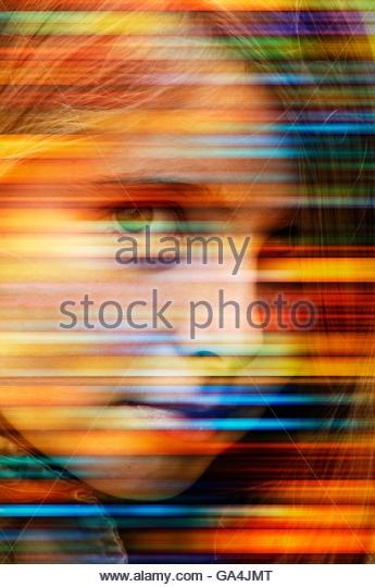 Mädchen-Gesicht mit Streifen von Farben Stockbild