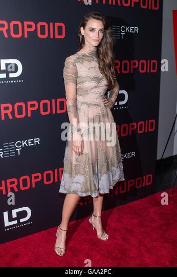 New York, NY, USA. 4. August 2016. Charlotte Le Bon im Ankunftsbereich für MENSCHENAFFEN Premiere, AMC Loews Stockbild