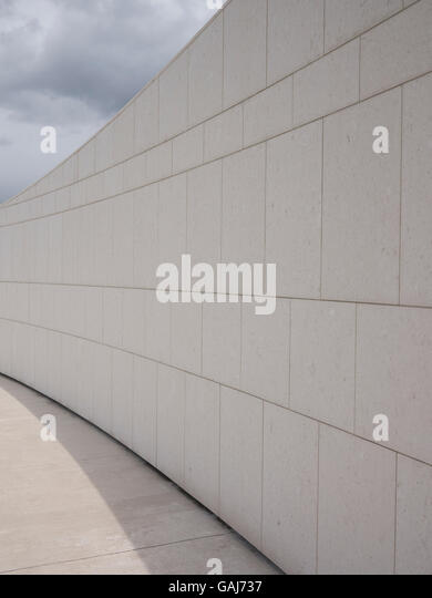 Abstrakte Ansicht der Wand & Bürgersteig Stockbild