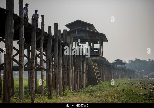 Blick auf die U Bein Brücke in Amarapura, Myanmar. Stockbild