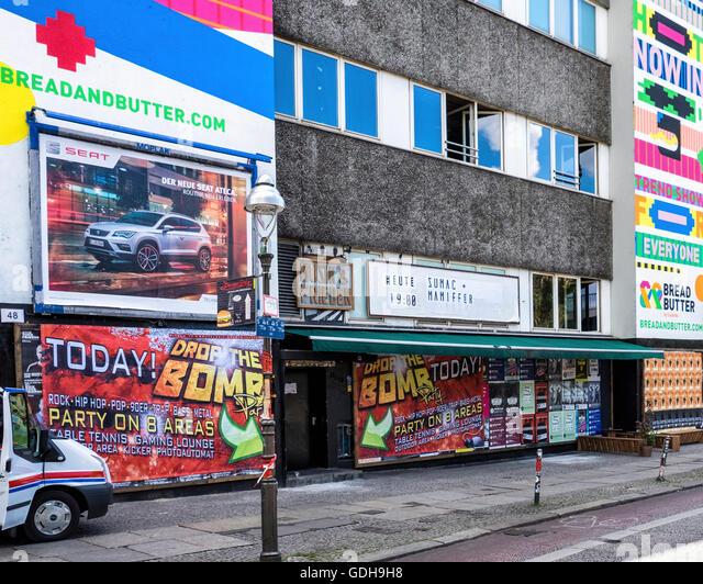Musik und Frieden, Musik & Frieden Club. Veranstaltungsort für live-Musik und Nachtclub, Kreuzberg Berlin Stockbild