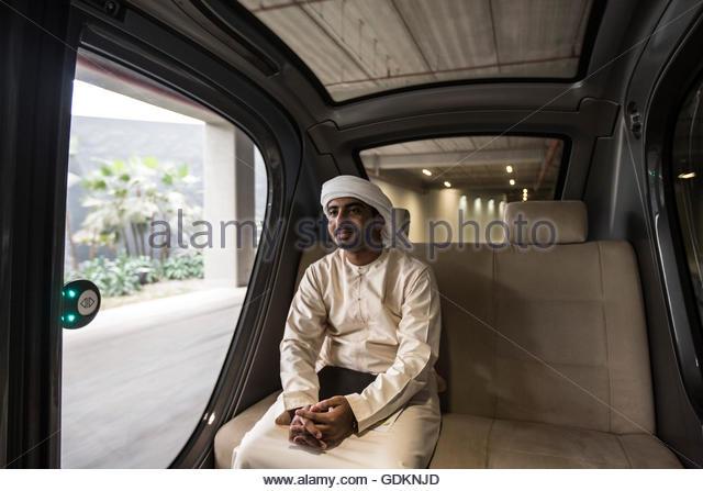 Ein Emirati Student Ankunft am Masdar Institute of Science and Technology, die seit 2010, Abu Dhabi, VAE tätig - Stock-Bilder