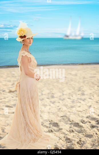 Viktorianische Frau am Strand Stockbild
