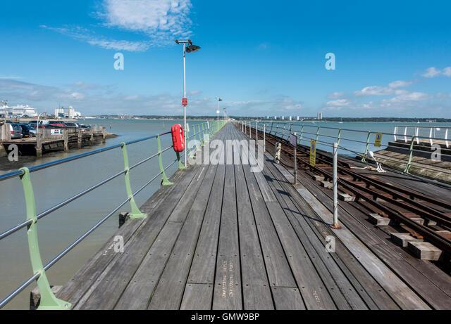 Hythe Pier im Hafen Southampton Hampshire Hythe England Stockbild