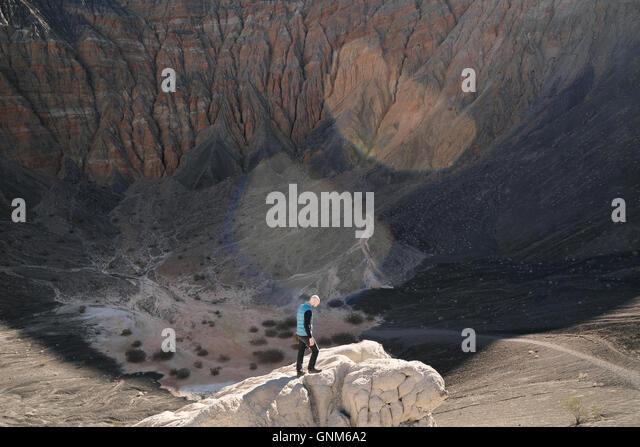 Ein Wanderer im Death Valley Nationalpark Stockbild