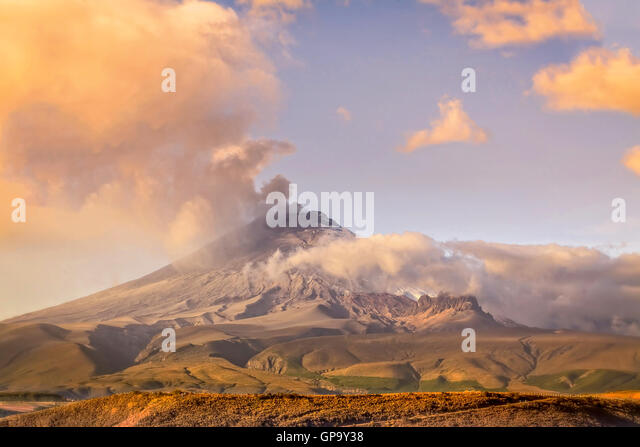 Cotopaxi Vulkan ausbricht In Ecuador, Südamerika Stockbild