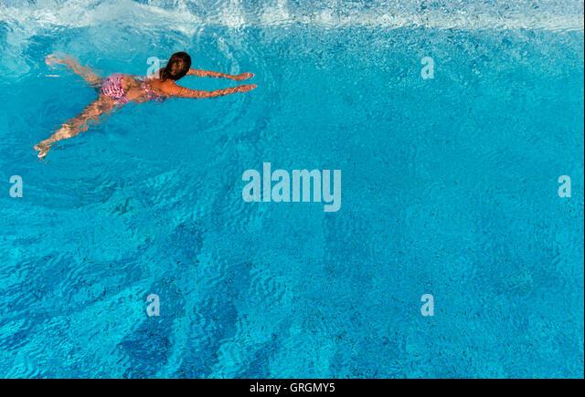 Hannover, Deutschland. 7. Sep, 2016. Eine Frau, die das Schwimmen im Pool Lister in Hannover, Deutschland, 7. September Stockbild
