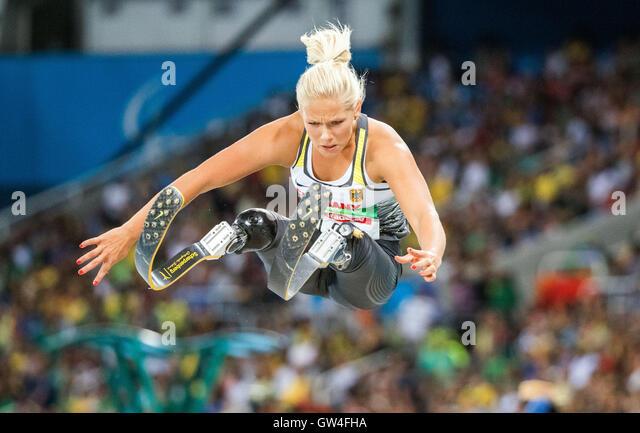 Vanessa Low Deutschlands konkurrieren in der Frauen Weitsprung - T42 - Finale während der Rio 2016 Paralympischen Stockbild