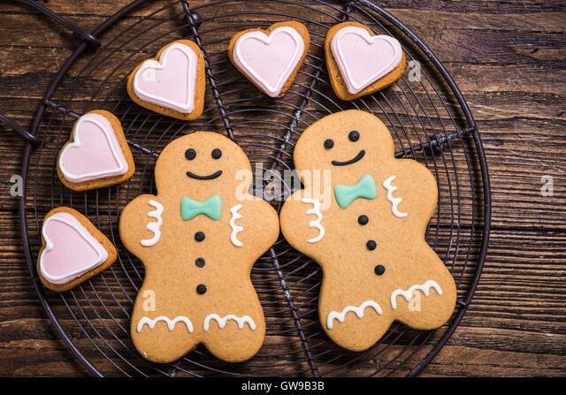 Homosexuell Homosexuell Paar gemacht von Weihnachtsplätzchen, festliche Liebe Konzept Stockbild