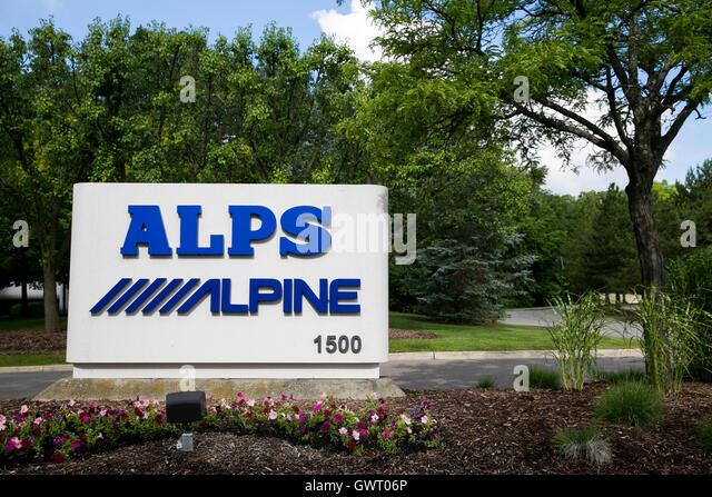 Ein Logo-Zeichen außerhalb einer Einrichtung von Alpen Electric Co., Ltd., und Alpine Electronics, Inc., in Stockbild